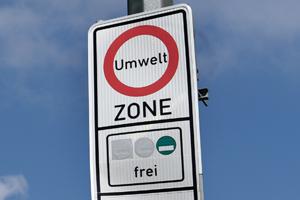 welche kraftfahrzeuge dürfen ohne feinstaub-plakette in eine umweltzone einfahren?